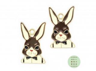 【再販】蝶ネクタイで正装したおしゃれな茶色ウサギの大きめエナメルチャーム 2個セット