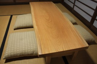 一枚板 ローテーブル 無地天然欅 座卓 ウレタン塗装仕上げ 脚付き