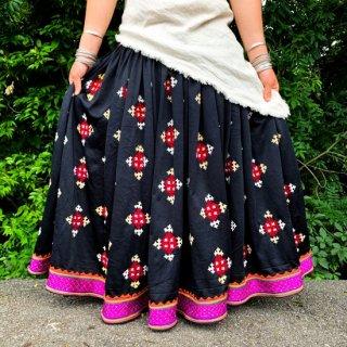 グジャラートカッチ刺繍ジプシースカート#25 *Kutch gypsy skirt◆vintage◆バンジャラ《ブラック》