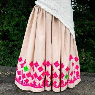 Kutch gypsy skirt #55 *vintage * カッチ刺繍スカート バンジャラ《ベージュ4》