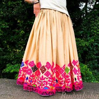 <アウトレット>Kutch gypsy skirt #59 *vintage* カッチ刺繍スカート バンジャラ《ベージュ5》