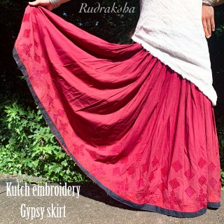 Kutch gypsy skirt #64 *vintage * カッチ刺繍スカート バンジャラ《スモーキーレッド》