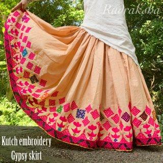 Kutch gypsy skirt #73 *vintage * カッチ刺繍スカート バンジャラ《ベージュ》