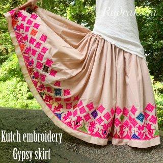 Kutch gypsy skirt #74 *vintage * ヴィンテージカッチ刺繍スカート《ライトベージュ》
