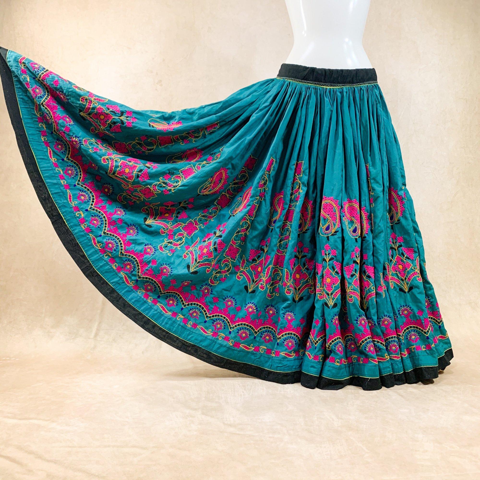 <img class='new_mark_img1' src='https://img.shop-pro.jp/img/new/icons61.gif' style='border:none;display:inline;margin:0px;padding:0px;width:auto;' />Kutch Gypsy skirt #78 *vintage* カッチ刺繍スカート ≪PEAKOCK≫
