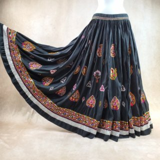 <img class='new_mark_img1' src='https://img.shop-pro.jp/img/new/icons61.gif' style='border:none;display:inline;margin:0px;padding:0px;width:auto;' />Rabari Gypsy skirt #82 *vintage* ラバリ族 刺繍スカート ≪BLACK≫