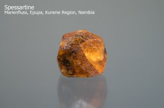 スペッサルティン 結晶 タンザニア産|Spessartine|Marienfluss, Epupa, Kunene Region, Namibia|満礬柘榴石|