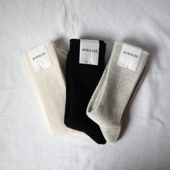<img class='new_mark_img1' src='https://img.shop-pro.jp/img/new/icons25.gif' style='border:none;display:inline;margin:0px;padding:0px;width:auto;' />AURALEE COTTON CASHMERE LOW GAUGE SOX