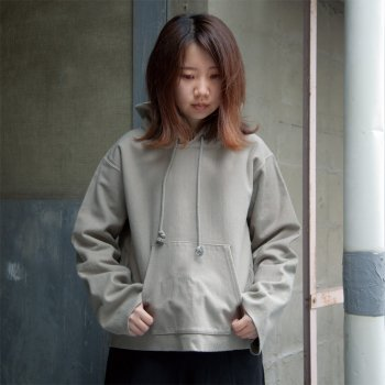 <img class='new_mark_img1' src='https://img.shop-pro.jp/img/new/icons25.gif' style='border:none;display:inline;margin:0px;padding:0px;width:auto;' />AURALEE SUPER MILLED SWEAT CUT OFF PARKA