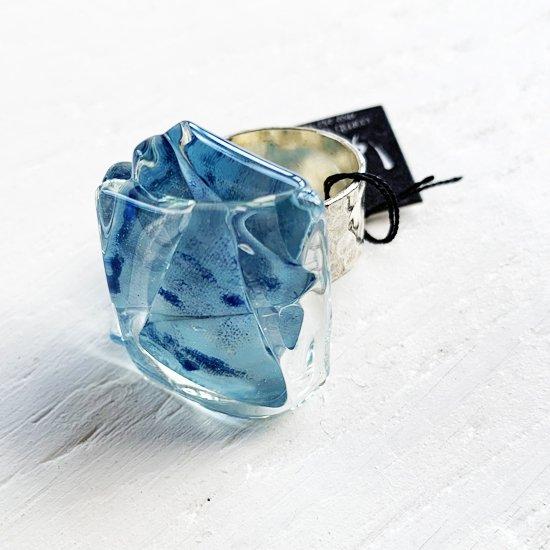 1点ものガラスのIsakoリング blue blue sky 箱付