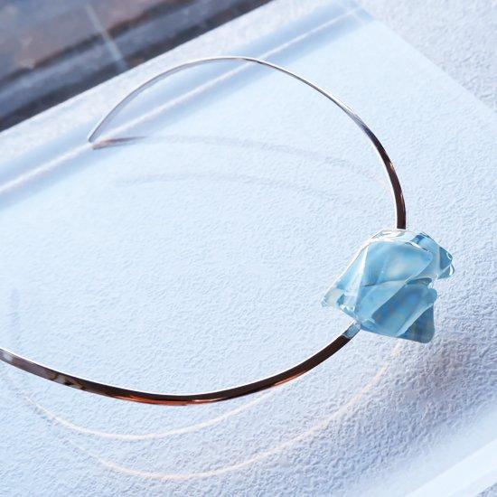 1点ものガラスのシルバーチョーカー(太Uタイプ)|空のむこう|箱付