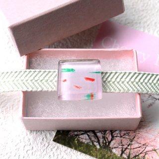 伊勢志摩シリーズ・1点ものガラスの帯留め「桜/Cherry Blossom」|箱付