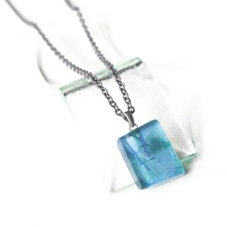 ペインティングシリーズ・1点ものガラスのメンズペンダント「blue water」|箱付