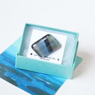 伊勢志摩シリーズ・1点ものガラスラペルピン「海/Sea」|箱付|男女兼用