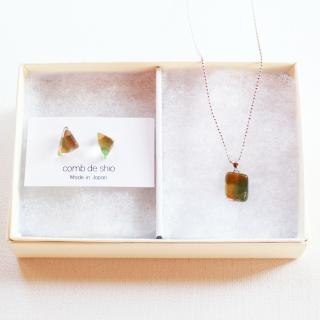 1点ものガラス「伊勢志摩シリーズ山/Mountain」ピアス&ペンダントセット|箱付