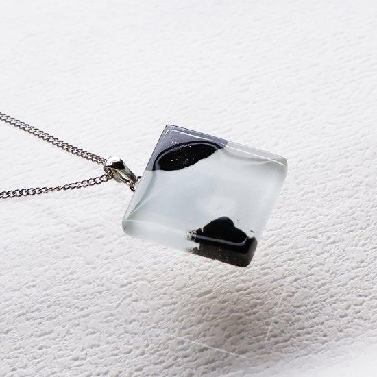 1点ものガラスのIsakoペンダント  Black & White