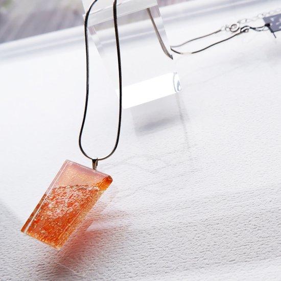 1点ものガラスのIsakoペンダント オレンジメモリー