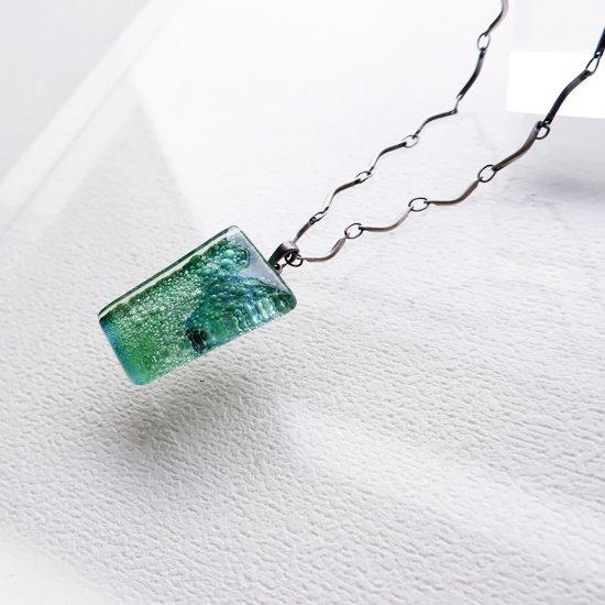 1点ものガラスのIsakoペンダント  深海グリーン