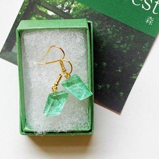 伊勢志摩シリーズ・1点ものガラスのハンギングピアス「森/Forest」|箱付