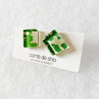 1点ものガラスイヤリング|サバンナグリーン|箱付