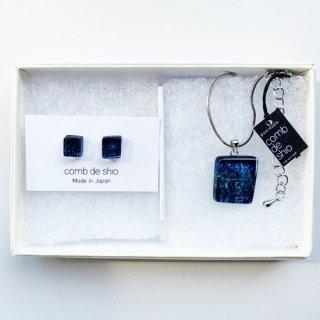 伊勢志摩シリーズセット・1点ものガラスイヤリング(大きめ)&ペンダント「夜空/Midnight」|箱付