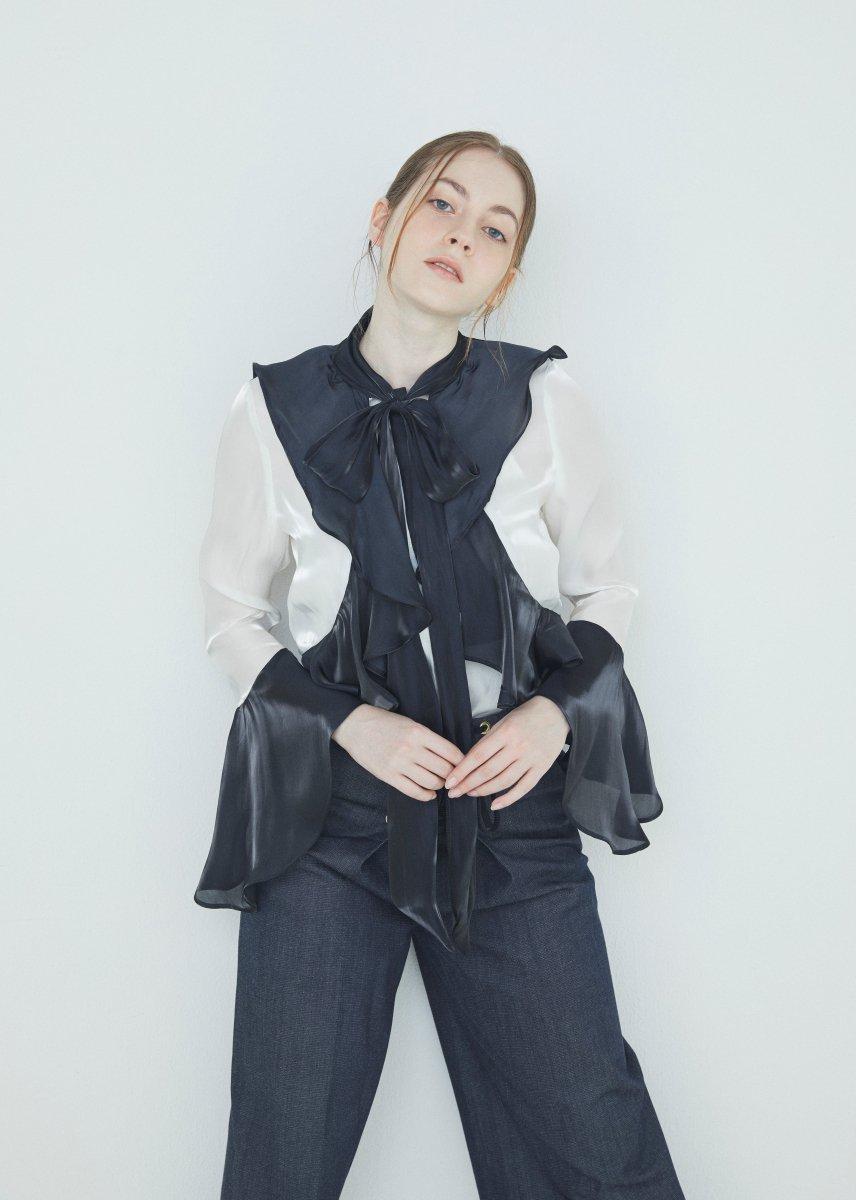 Ribbon frilled blouse