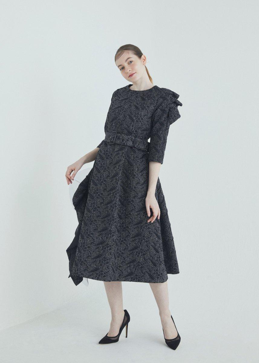 Frilled dress with belt