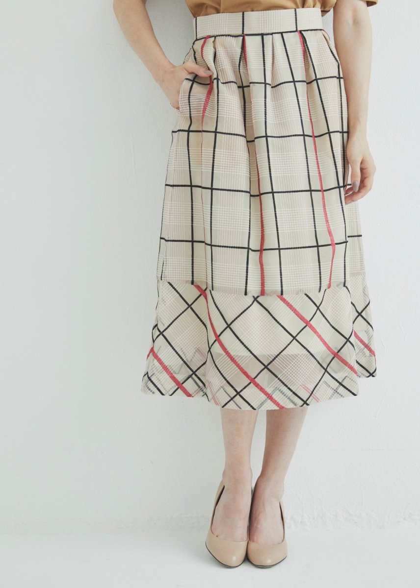 Hemline switched tucks skirt
