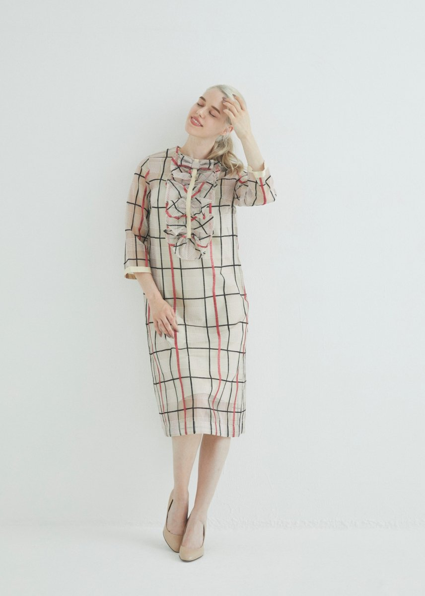 <img class='new_mark_img1' src='https://img.shop-pro.jp/img/new/icons16.gif' style='border:none;display:inline;margin:0px;padding:0px;width:auto;' />Front frilled bracelet-length sleeve dress