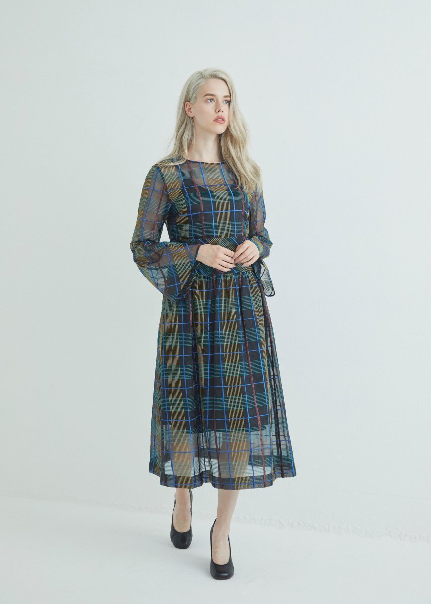 <img class='new_mark_img1' src='https://img.shop-pro.jp/img/new/icons16.gif' style='border:none;display:inline;margin:0px;padding:0px;width:auto;' />Flare sleeve dress
