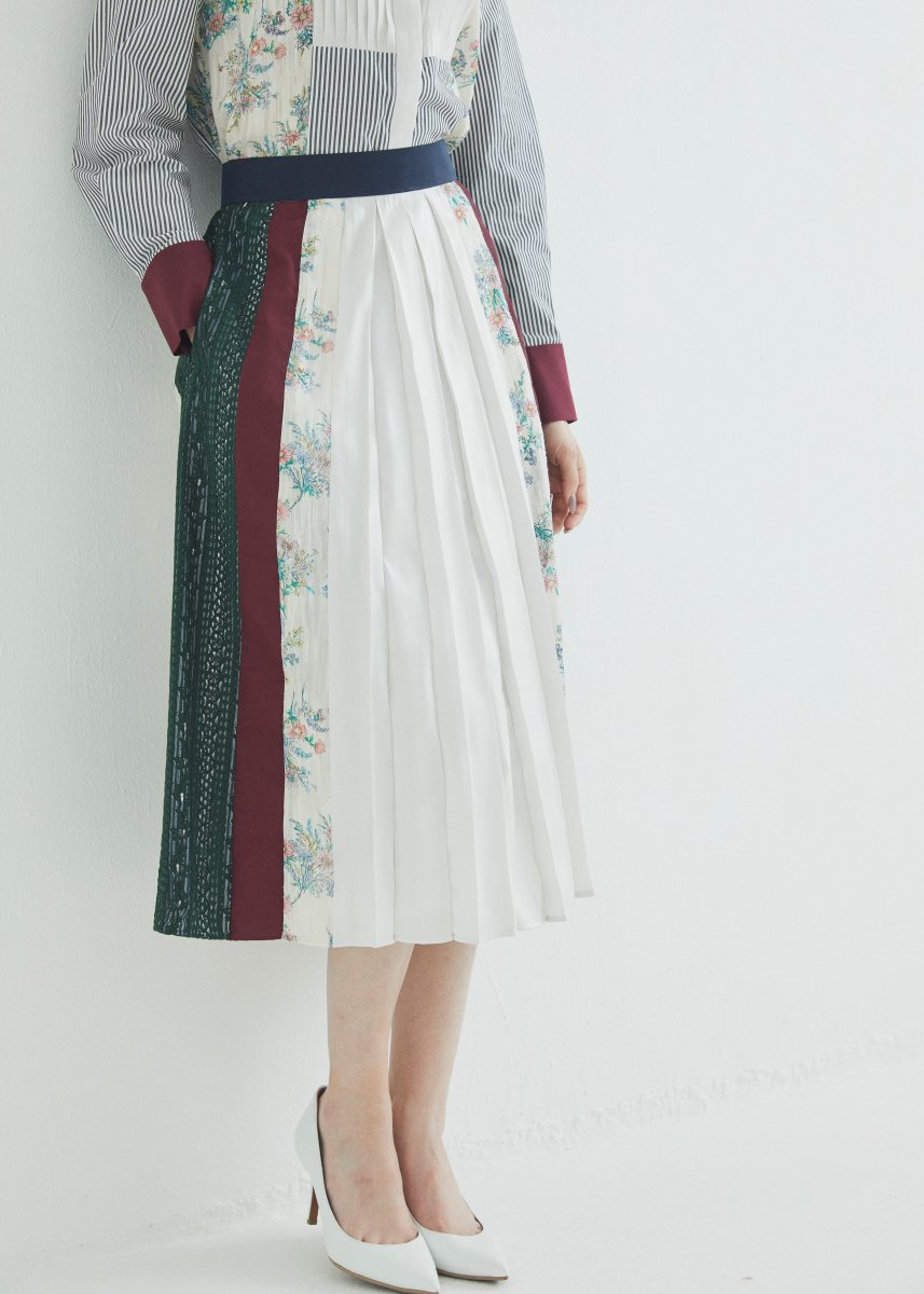 <img class='new_mark_img1' src='https://img.shop-pro.jp/img/new/icons16.gif' style='border:none;display:inline;margin:0px;padding:0px;width:auto;' />Patchworked skirt