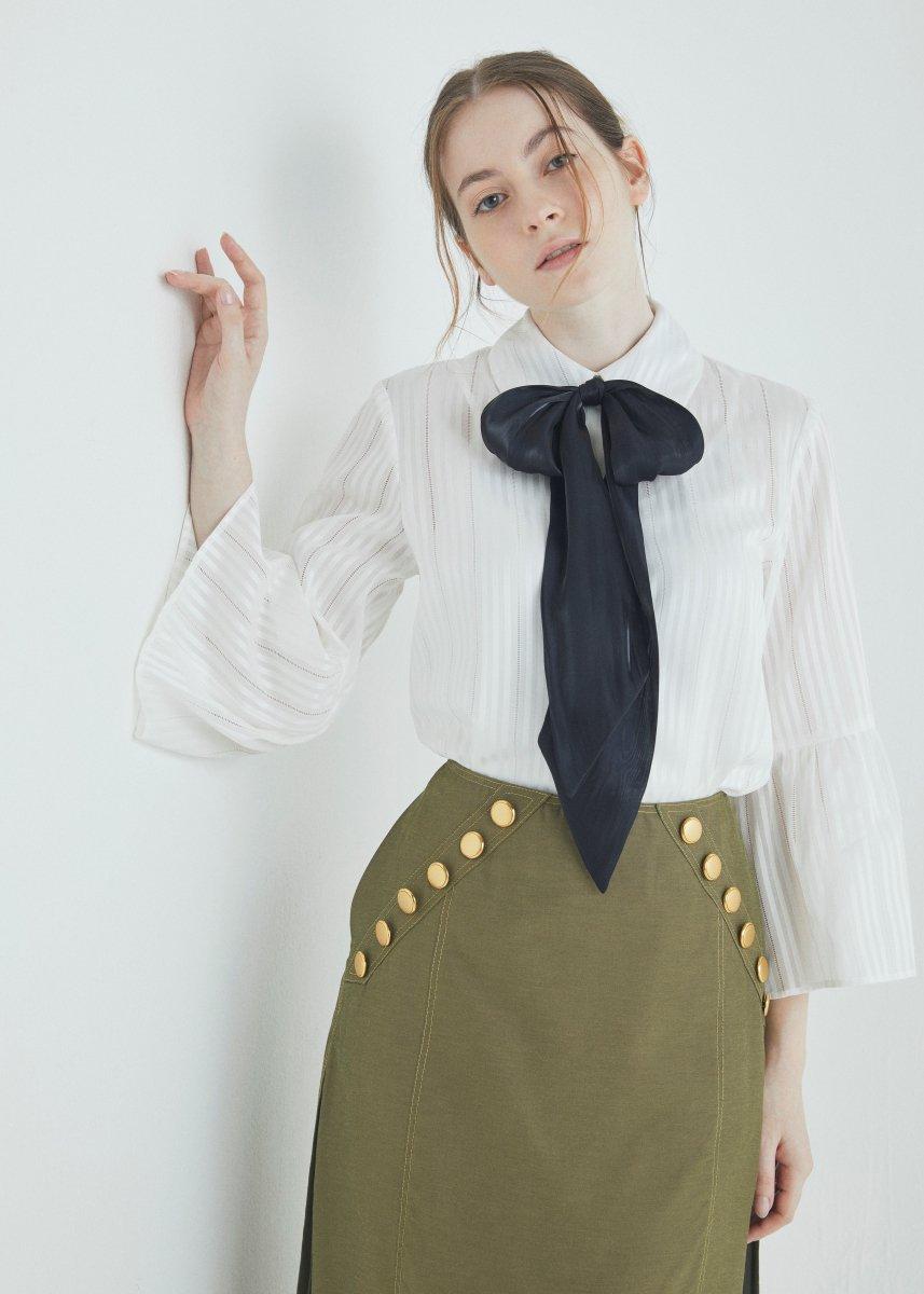 Flare sleeve ribbon blouse