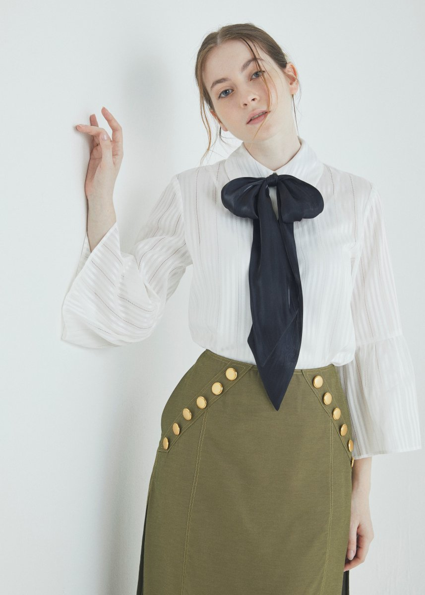 <img class='new_mark_img1' src='https://img.shop-pro.jp/img/new/icons16.gif' style='border:none;display:inline;margin:0px;padding:0px;width:auto;' />Flare sleeve ribbon blouse