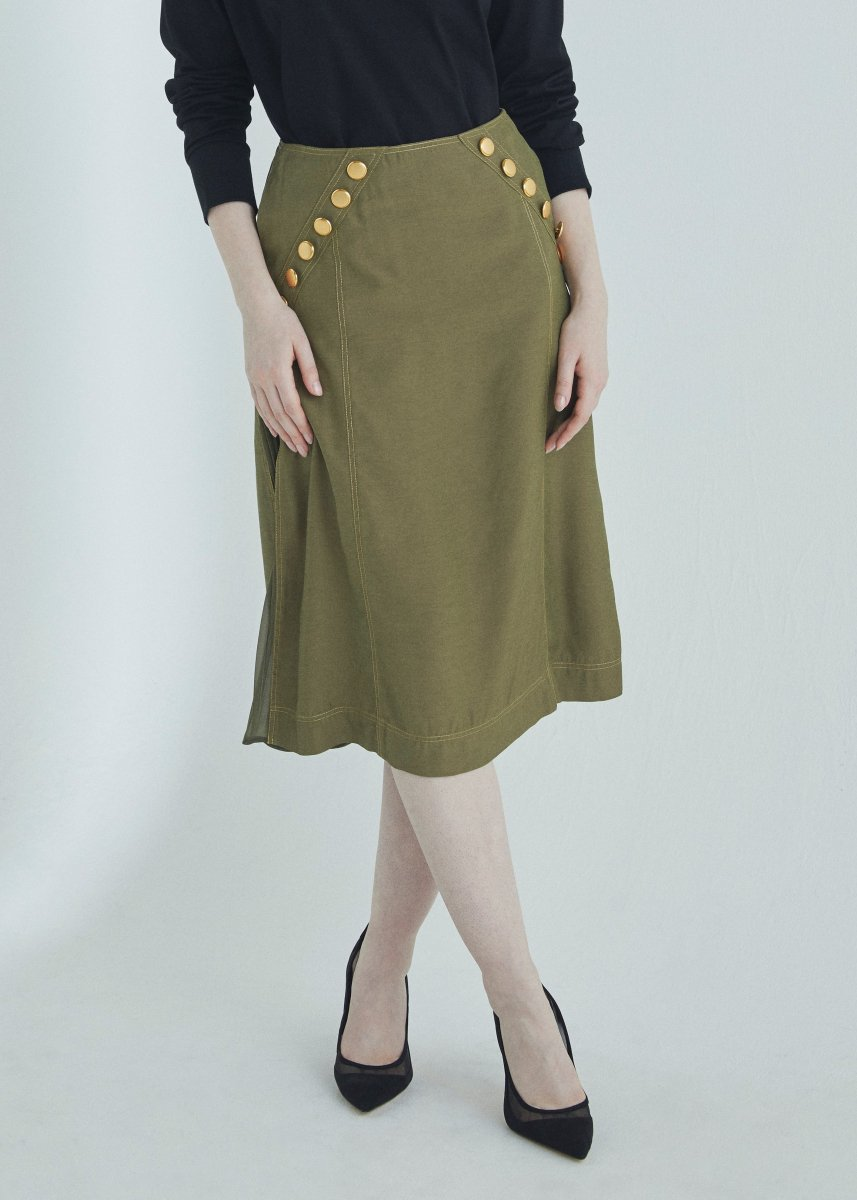 <img class='new_mark_img1' src='https://img.shop-pro.jp/img/new/icons16.gif' style='border:none;display:inline;margin:0px;padding:0px;width:auto;' />Button trimming pleats skirt