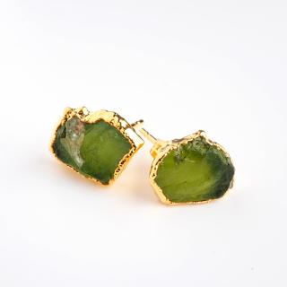 ペリドット(グリーンA) 天然石 原石スタッズピアス-ゴールドカラー