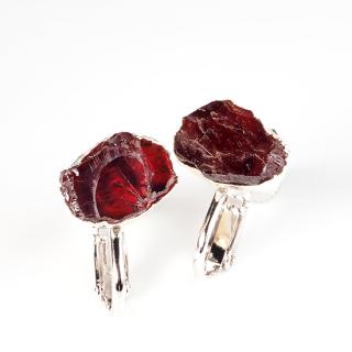 ガーネット(ワインレッドA) 天然石 原石スタッズイヤリング-シルバーカラー