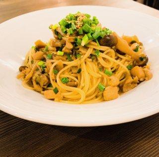 【シェフの味をご自宅で】大山鶏と木の子の和風スパゲティ (麺・ゆで塩付)