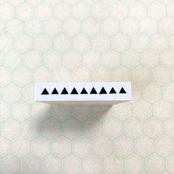 ラインランダム三角黒