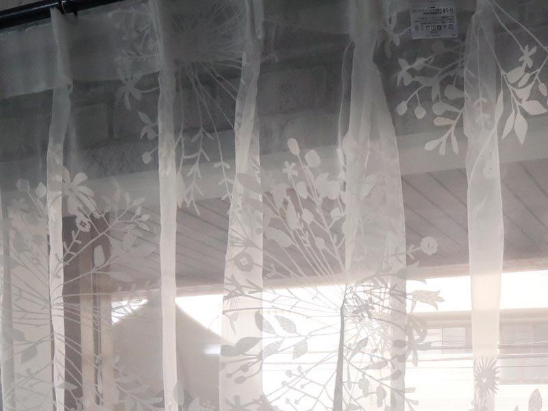 円形の花柄がオシャレにお部屋を演出!洗える日本製レースカーテン 『ギャレ』