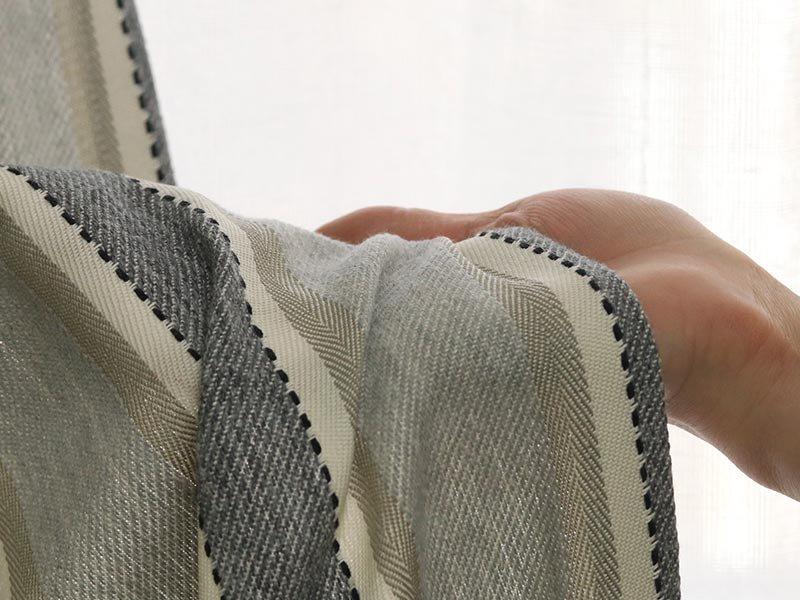 アメリカンネイティブのカラーリングをリメイクしたモダンストライプ柄カーテン 『カシノキ ブラック』