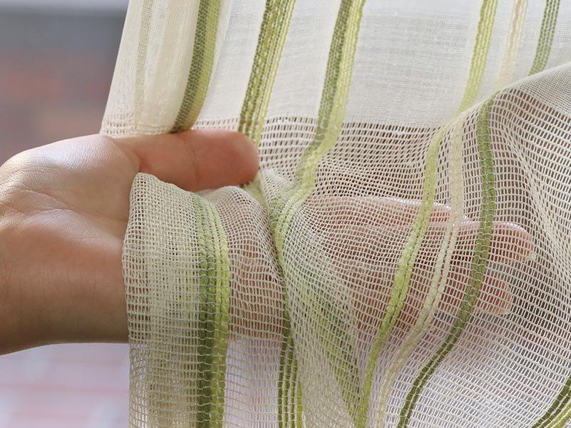 透けるボーダーとカラーラインで窓辺にアクセントを付けるレースカーテン 『ソーシア グリーン』