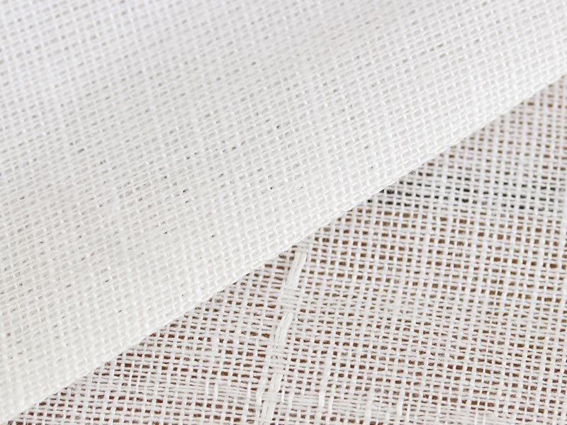 自然な風合いで光を淡く取り入れる。どの窓辺でも合わせやすい日本製レースカーテン『エルフレース』