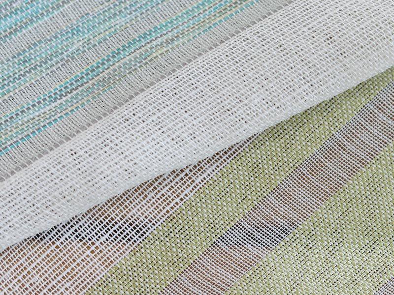 透け感レースとストライプで窓辺を落ち着きのある空間に彩るレースカーテン 『ホトリ グリーン』