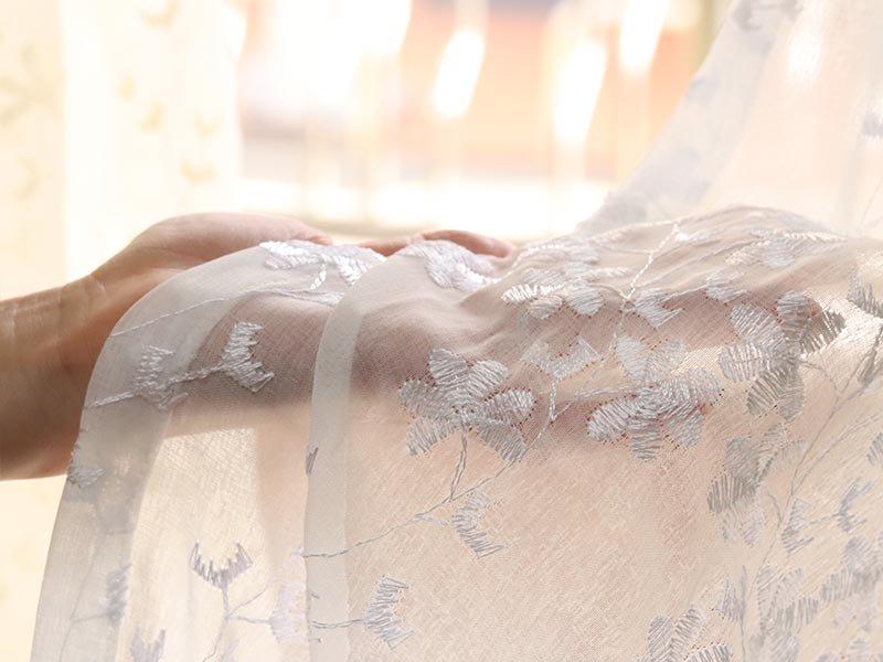 安心の日本製。自然な透け感と刺繍がポイントの美しいレースカーテン 『カリン ホワイト』