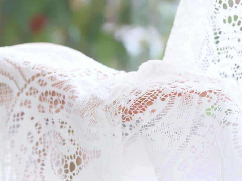 エレガントなペイズリーの編み模様が華やかで印象的!ウォッシャブルレースカーテン 『ペズリ』