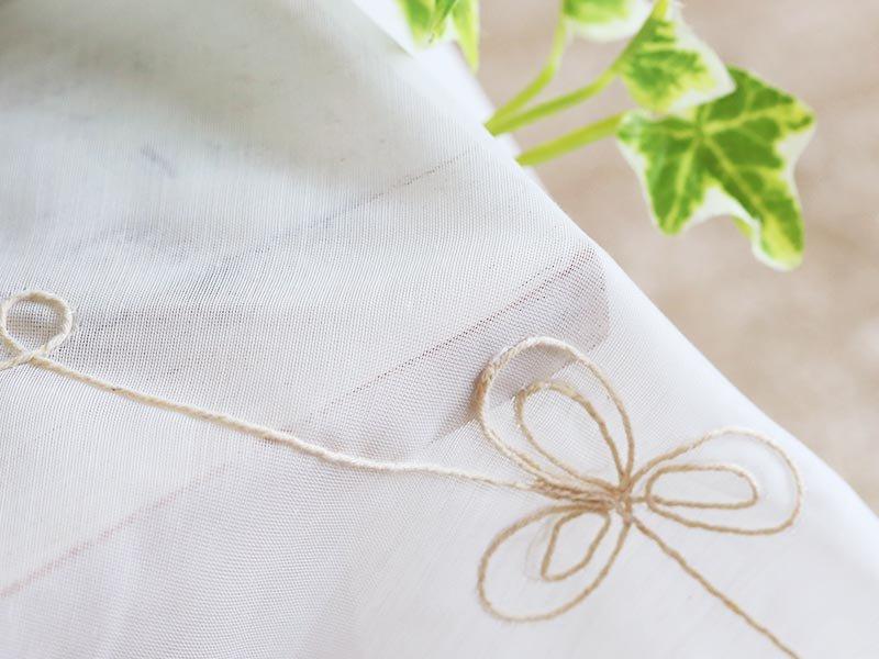 ボタニカルな刺繍がループ状につながる可愛い模様がポイント! 洗えるレースカーテン『ソフル』