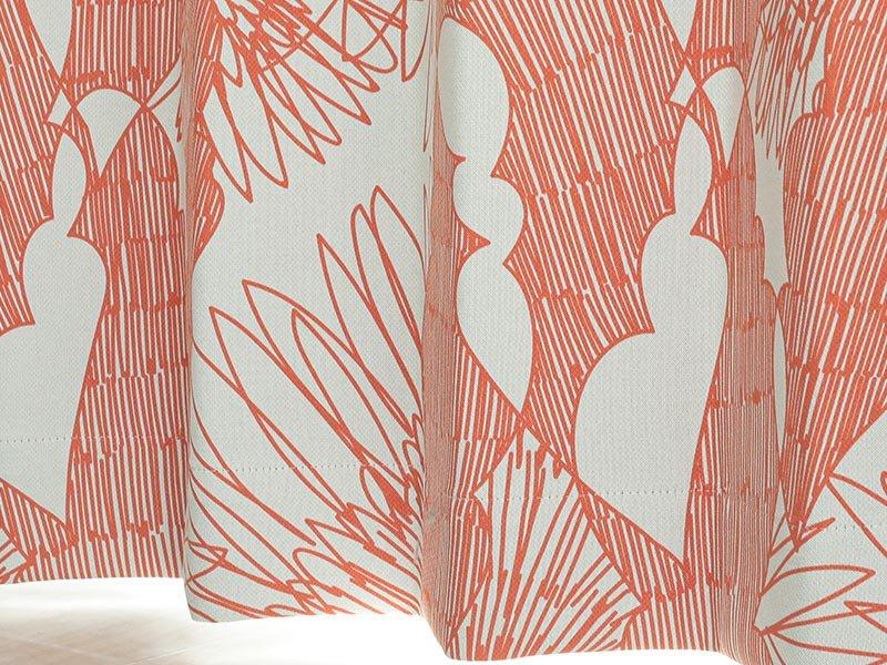 抽象的な花柄がお洒落!日本製の遮光ドレープカーテン 『アイビス オレンジ』