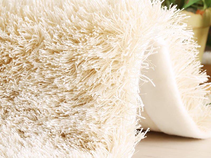 自然な風合いと光沢感のある国産プレーンシャギーラグ『エクル ベージュ』