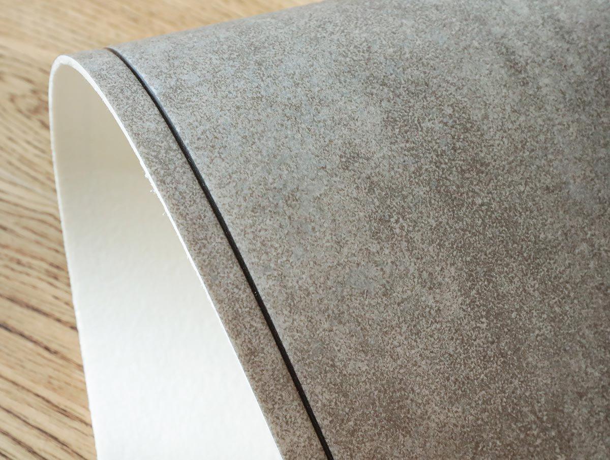 撥水・抗菌・滑り止めシール付!落ち着いたデザインのタイル柄のチェアマット『モルタル グレー 約100x130cm』