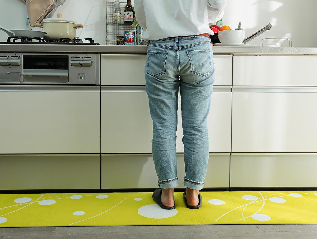 洗濯機で洗える!POPな水玉模様がお洒落なキッチンマット『ドット イエロー 』